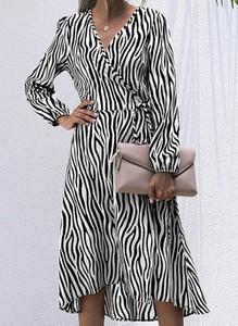 Sukienka Cikelly z długim rękawem midi w stylu casual