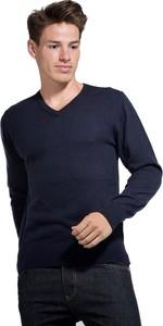 Niebieski sweter William De Faye w stylu casual
