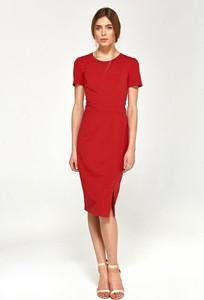 Czerwona sukienka Merg z okrągłym dekoltem dopasowana