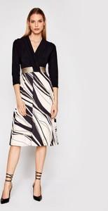 Sukienka Rinascimento z długim rękawem