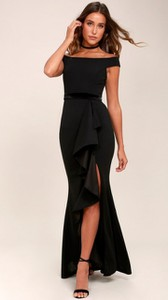 Sukienka noshame z dekoltem typu choker dopasowana