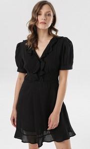 Czarna sukienka born2be z dekoltem w kształcie litery v mini