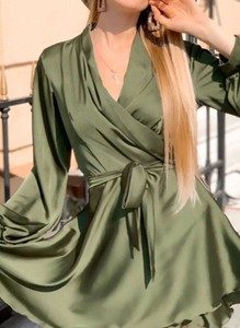 Zielona sukienka Arilook z dekoltem w kształcie litery v z długim rękawem mini