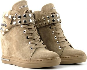 Brązowe buty sportowe Carinii ze skóry sznurowane