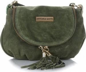 920544ff7f190 Zielona torebka VITTORIA GOTTI z frędzlami średnia przez ramię