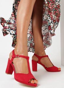Czerwone sandały born2be z zamszu