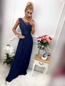 Sukienka E-sukienki.pl z dekoltem w kształcie litery v