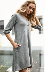 Sukienka MOE z bawełny z długim rękawem