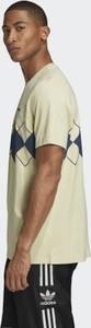 T-shirt Adidas w geometryczne wzory z dzianiny