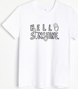 T-shirt Reserved z okrągłym dekoltem z bawełny w młodzieżowym stylu