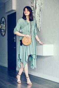 Sukienka Endoftheday midi z dekoltem w kształcie litery v