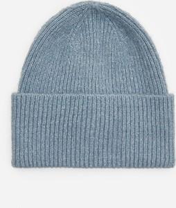 Niebieska czapka House