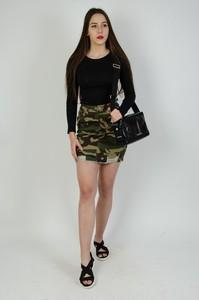 Zielona spódnica Olika w militarnym stylu