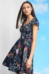 f93af7db07 Sukienka ORSAY z tkaniny z krótkim rękawem midi