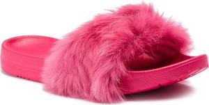 Różowe klapki UGG Australia w stylu casual