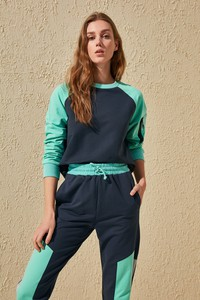 Bluza Trendyol w młodzieżowym stylu