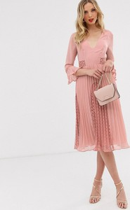 Różowa sukienka Asos z długim rękawem midi
