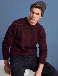 Czerwony sweter Diverse