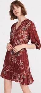 Czerwona sukienka Reserved mini trapezowa z dekoltem w kształcie litery v