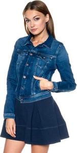 Niebieska kurtka Pepe Jeans w młodzieżowym stylu krótka