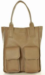 Brązowa torebka MAZZINI matowa na ramię w wakacyjnym stylu