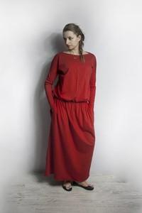 Czerwona sukienka Meleksima w stylu casual z okrągłym dekoltem z długim rękawem