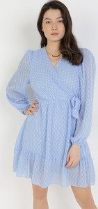 Niebieska sukienka born2be z długim rękawem z dekoltem w kształcie litery v