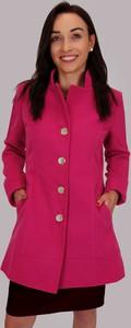 Różowy płaszcz Estera