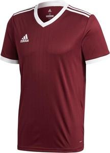Czerwony t-shirt Adidas w sportowym stylu z krótkim rękawem