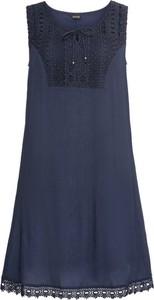 Niebieska sukienka bonprix BODYFLIRT z okrągłym dekoltem bez rękawów
