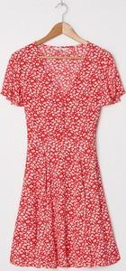 Czerwona sukienka House z krótkim rękawem