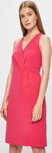 Różowa sukienka Morgan kopertowa midi z tkaniny