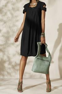 Czarna sukienka Ivet.pl z krótkim rękawem midi