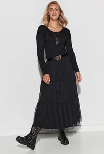 Czarna sukienka Makadamia w stylu casual z okrągłym dekoltem z długim rękawem