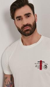 T-shirt Diesel z nadrukiem w młodzieżowym stylu z krótkim rękawem