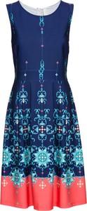 Sukienka bonprix BODYFLIRT boutique bez rękawów z okrągłym dekoltem w stylu casual