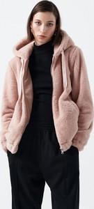 Cropp - Pluszowa kurtka z kapturem - Różowy