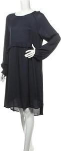 Granatowa sukienka Levete Room z długim rękawem mini