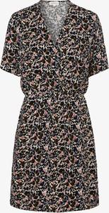 Sukienka ARMEDANGELS z dekoltem w kształcie litery v mini w stylu casual