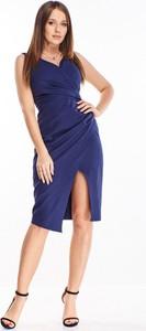 Niebieska sukienka omnido.pl z dekoltem w kształcie litery v