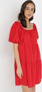 Sukienka born2be z krótkim rękawem oversize z okrągłym dekoltem
