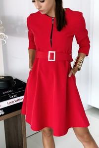 Czerwona sukienka Ivet.pl z długim rękawem midi z okrągłym dekoltem