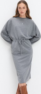 Sukienka Mohito z dresówki midi