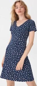 Niebieska sukienka House trapezowa z krótkim rękawem w stylu casual