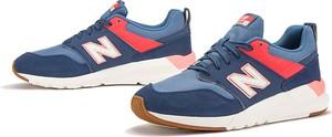 Niebieskie buty sportowe New Balance sznurowane z zamszu