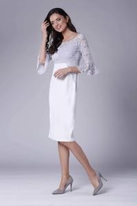 Sukienka Nommo midi dopasowana z okrągłym dekoltem