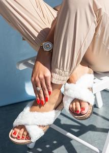 Klapki Casu z płaską podeszwą w stylu casual ze skóry