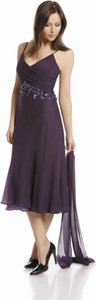 Fioletowa sukienka Fokus w stylu glamour z dekoltem w kształcie litery v rozkloszowana