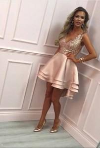 Sukienka Ivet.pl bez rękawów z dekoltem w kształcie litery v w stylu glamour