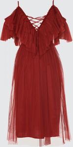 Sukienka Trendyol rozkloszowana z krótkim rękawem